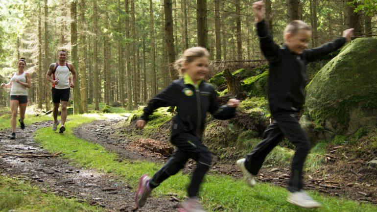 Børn og voksne elsker at løbe på Bornholm
