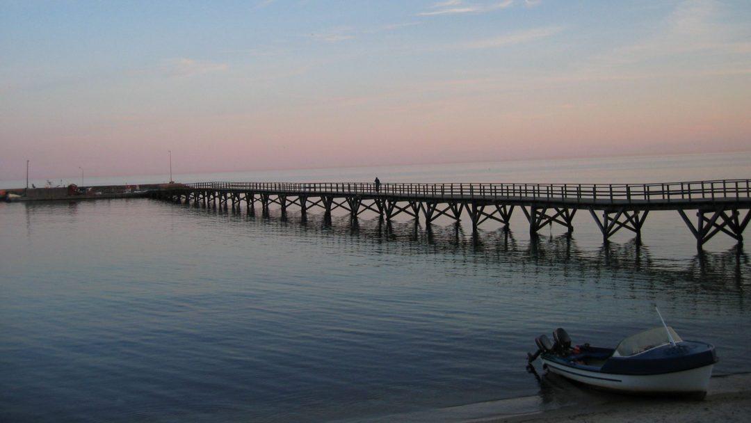 flyt til Bornholm og nyd udsigten over havet, når solen står op