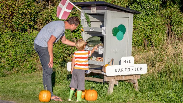 flyt til Bornholm og køb lækre fødevarer i de hyggelige vejboder