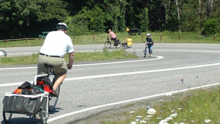 cykelanhænger på stejl bakke på Bornholm