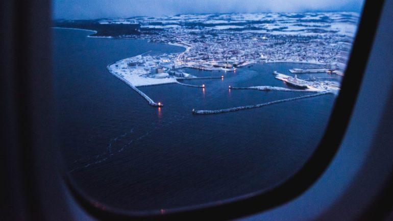 med fly rejser du hurtigt til og fra Bornholm